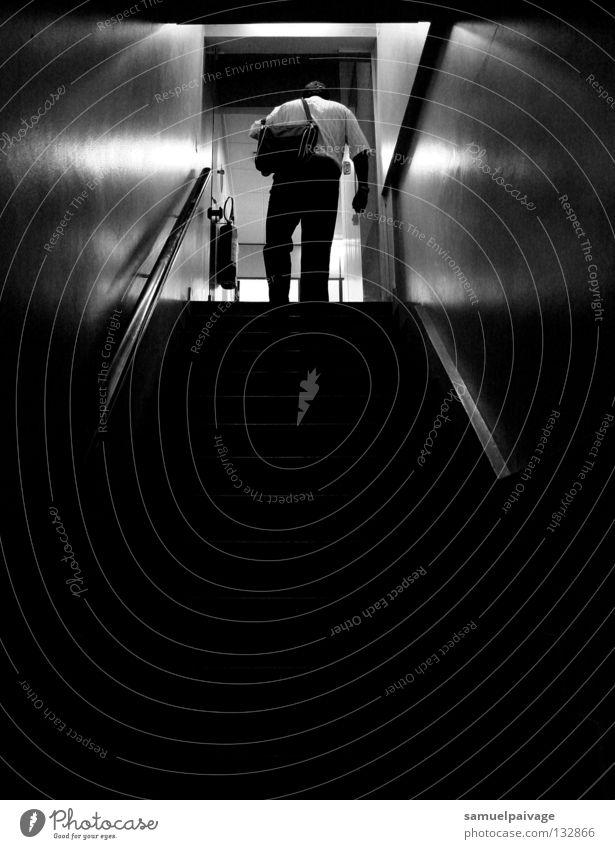 Every day Mann Schatten Detailaufnahme Escada P&B B&W preto e branco homem sombrio Stairway Schwarzweißfoto man shady Treppe Schwarzer und Weiß