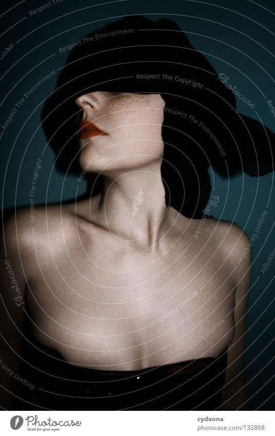 BLIND I Frau Mensch schön blau Farbe Leben Gefühle Stil Bewegung Denken Erde Körper Zeit stehen Lippen