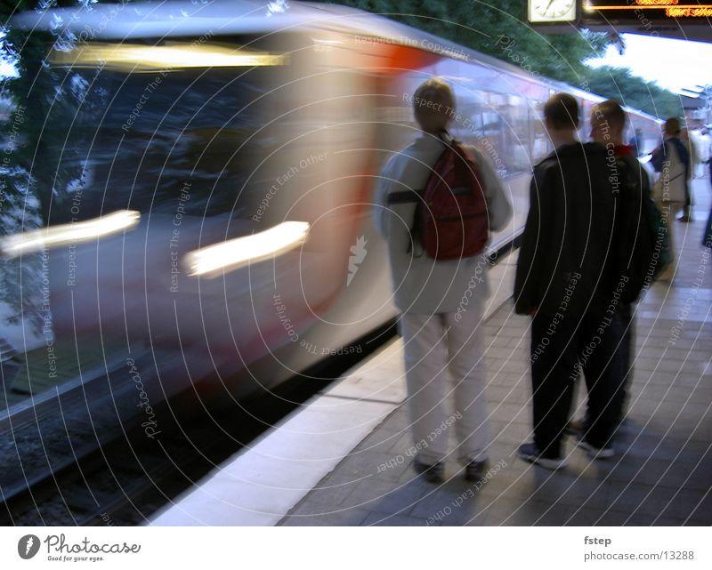 Einfahrende U-Bahn Geschwindigkeit Verkehr Hamburg
