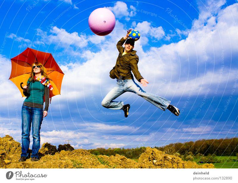 Freiheit Himmel blau Sommer Freude Farbe Leben Gefühle springen Sonnenschirm