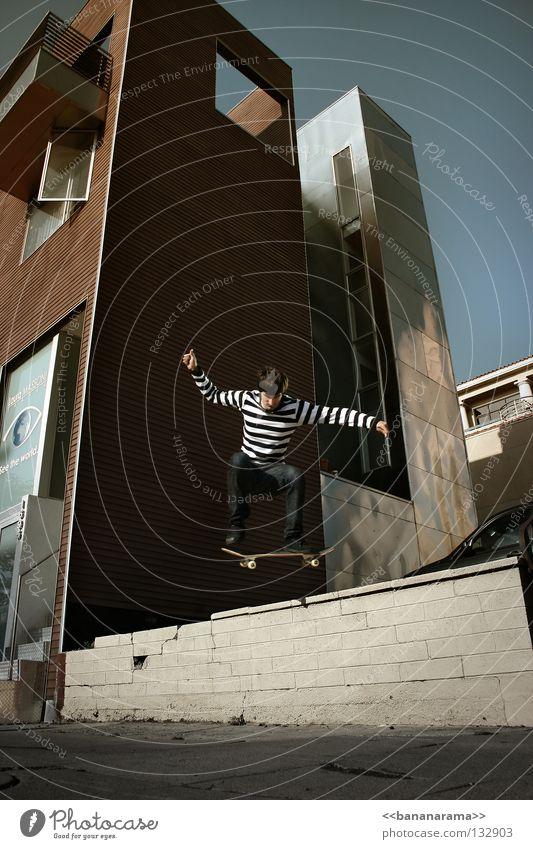 skating san diego Skateboarding springen rocken fahren Trick Straight Jump Luft Aktion Sport Momentaufnahme Mauer überspringen Kickflip Haus Wohnung Block