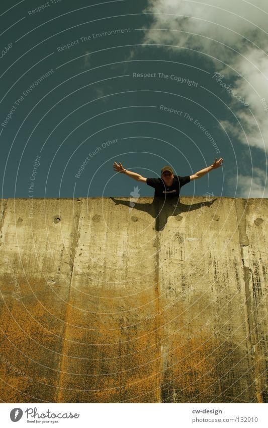 THE WALL | FREEHAND Jugendliche Himmel blau Freude Wolken Ferne Wand Freiheit Mauer lustig klein Design fliegen Beton frei Unendlichkeit