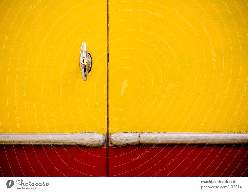 BACKDOOR weiß Ferien & Urlaub & Reisen Farbe Erholung gelb Straße Leben Gefühle Graffiti PKW Kunst braun Arbeit & Erwerbstätigkeit Tür Raum Wohnung