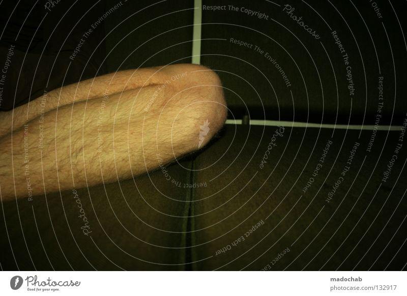 PORN nackt Pornographie Macho Sofa Erholung Mann maskulin Gelbstich Vertrauen schön Beine leg Haut skin naked porn hair hairy pascha man anspannen leisch