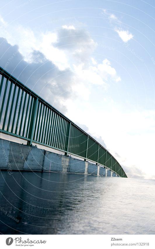 bridge grün glänzend nass Wolken Schwung Beton Brücke Geländer Straße Regen blau Natur Architektur