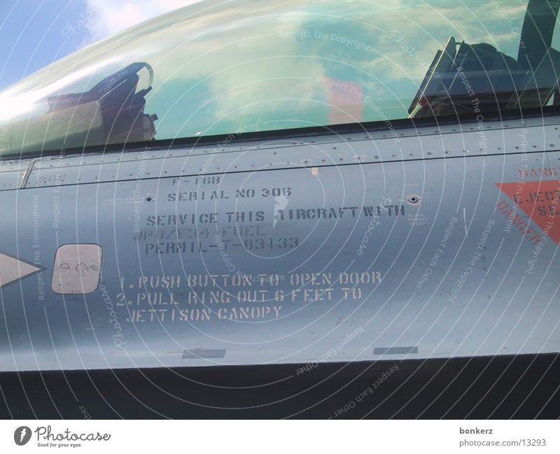 F16 detail Flugzeug Cockpit Elektrisches Gerät Technik & Technologie F-16 Thunderbird fighterjet Detailaufnahme Warnhinweis
