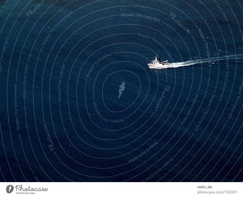 Hinaus aufs Meer Wasser Einsamkeit Wasserfahrzeug Wellen Insel Fisch fahren Aussicht unten Sturm Schifffahrt tief Angeln eng abwärts