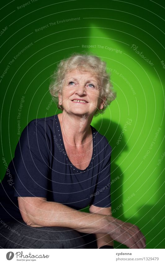 Alles gut. Lifestyle Gesundheit Leben harmonisch Wohlgefühl Mensch Weiblicher Senior Frau 45-60 Jahre Erwachsene Zufriedenheit Beratung Erfahrung Erwartung