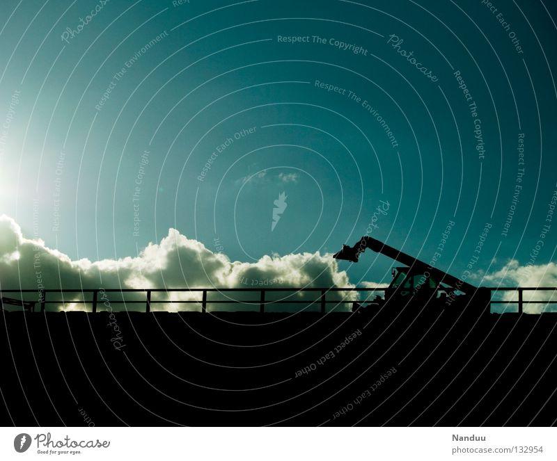 Wetterumschwung Himmel Wolken Wind Wetter Verkehr Brücke Baustelle Autobahn Gitter Bagger Schaufel schlechtes Wetter Tiefdruckgebiet Wetterdienst Sperrzone Wetterumschwung