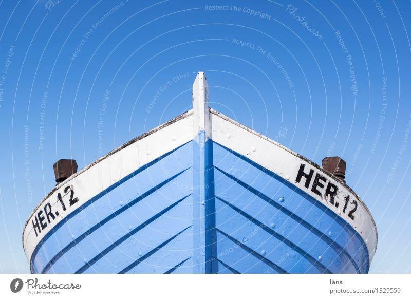Strandperle Küste Ostsee Meer Insel Usedom Schifffahrt Fischerboot blau weiß Beginn Entschlossenheit Fischereiwirtschaft Textfreiraum oben