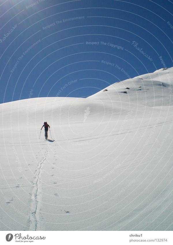 I´m walking... Mensch Mann Sonne Einsamkeit ruhig Schnee Sport Spielen Berge u. Gebirge Freizeit & Hobby wandern Skifahren Alpen genießen anstrengen Bergsteigen