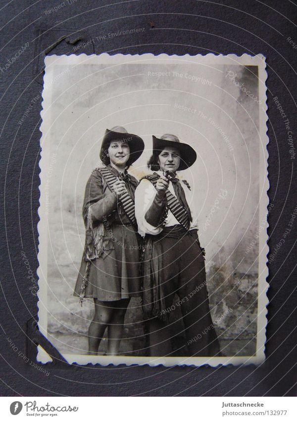 Meine Oma fährt im Hühnerstall Motorrad... Frau Kind alt Fotografie Freude Paar modern paarweise Wildtier Maske Karneval Hut Familie & Verwandtschaft Erinnerung