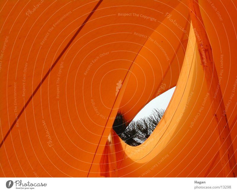 orange tent 2 Zelt Durchblick Bewegung Wellen Architektur