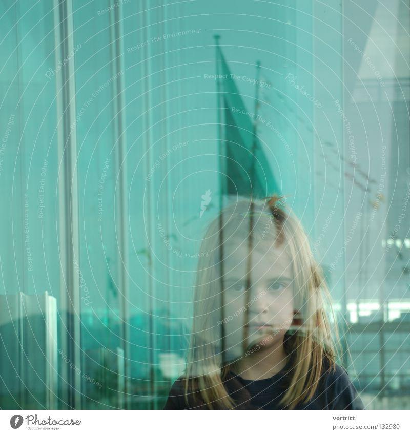 between Kind Frau Mädchen Reflexion & Spiegelung Gebäude Kunst verdeckt Unschärfe grün Dach See Wasserfahrzeug Fahne Dampfschiff Porträt Nahaufnahme