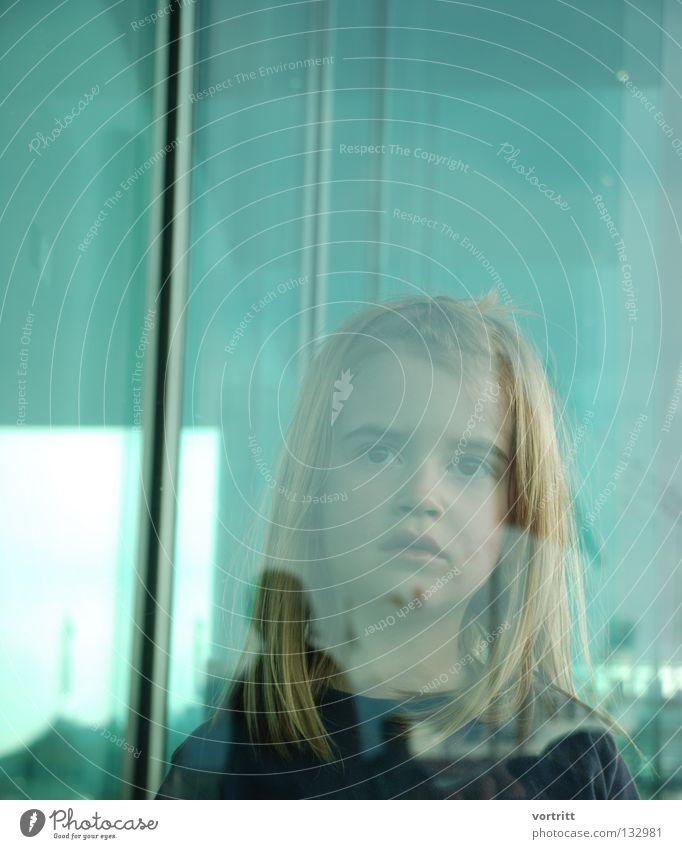 behind Kind Frau Mädchen Reflexion & Spiegelung Gebäude Kunst verdeckt Unschärfe grün Dach See Wasserfahrzeug Dampfschiff Porträt Nahaufnahme Kunsthandwerk