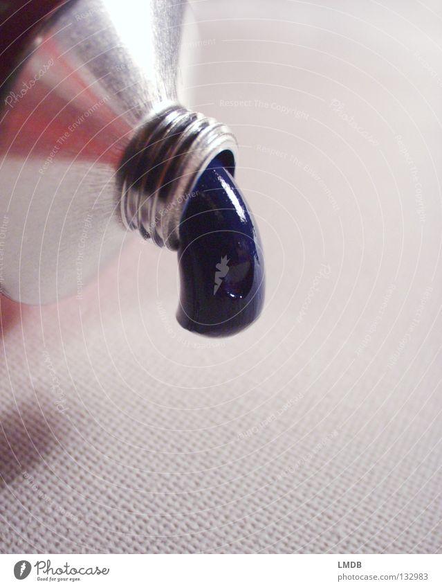 Ich hab noch mehr! blau weiß Farbe grau Metall Kunst hell Ordnung Wassertropfen leer Kultur streichen Alkoholisiert silber Oberfläche Nähgarn