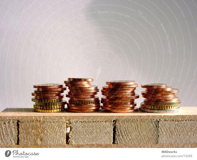 Money makes me feel good Freiheit Erfolg Geld Bank Dienstleistungsgewerbe Reichtum reich Euro Stapel Kies kahl Kapitalwirtschaft Geldmünzen Brandasche kupfer Cent