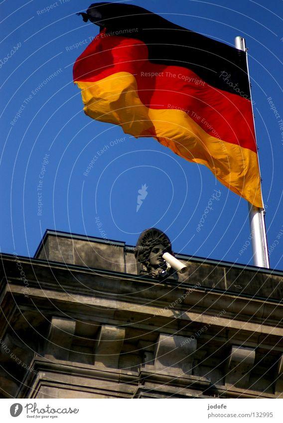 big brother is watching you! Sommer sprechen Berlin Stein Gebäude Wind modern Macht Technik & Technologie beobachten Fahne Frieden Deutsche Flagge Denkmal