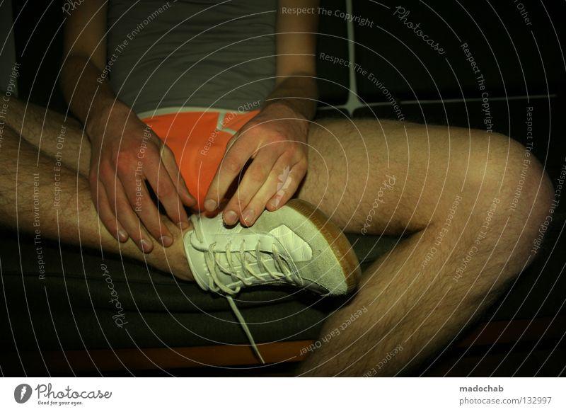 MORE PORN Pornographie Macho Sofa Erholung beweglich befangen Schüchternheit geblitzt Blitzlichtaufnahme Abend Wohnung Finger Lifestyle Sport Freizeitbekleidung