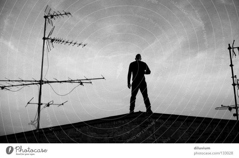 CL.01 Mann Himmel weiß schwarz Wolken Rücken Dach Antenne