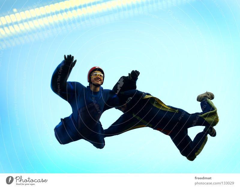 smile Wolken Aktion Sport Jubiläum Helm Schutzhelm Fallschirm springen Schwerelosigkeit Schweiz Strömung Zufriedenheit Windzug Schweben Manöver lässig
