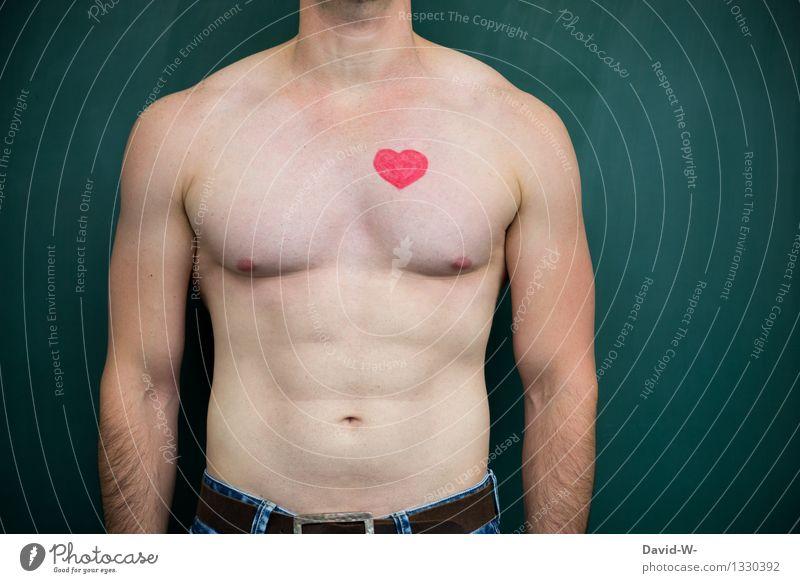 das Herz am rechten Fleck Mann nackt muskulös Muskulatur Gesundheit Gesundheitszustand Körper Haut männlich Männlichkeit Brust rasiert Schultern Nacken Bizeps