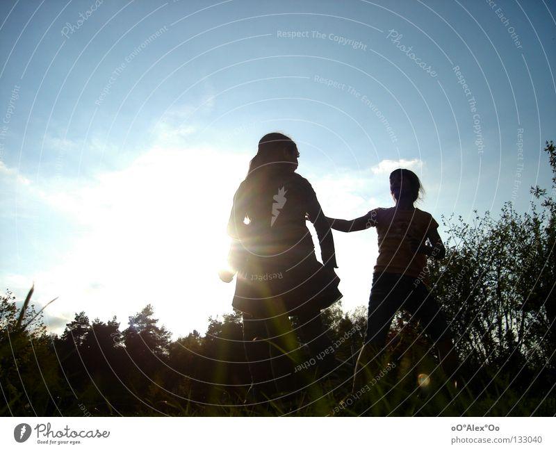 Sonnenkinder || Mensch Kind Freude Spielen Gefühle Gras Freundschaft Perspektive