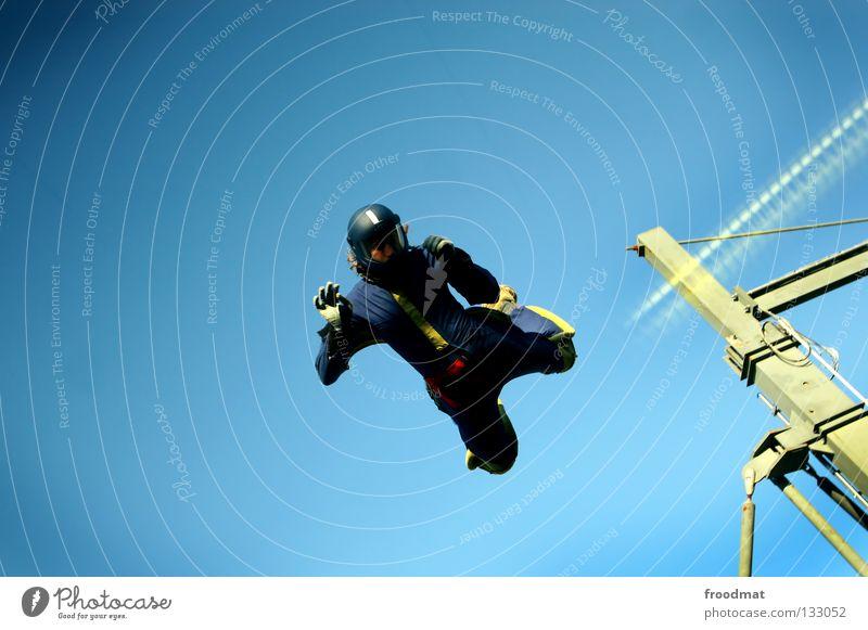 attacke Wolken Aktion Sport Jubiläum Helm Schutzhelm Fallschirm springen Schwerelosigkeit Schweiz Strömung Zufriedenheit Windzug Schweben Manöver lässig