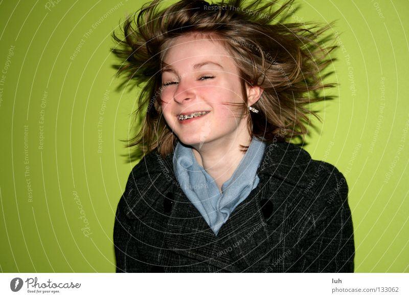 janina Jugendliche grün Freude Mädchen lustig Glück lachen Haare & Frisuren leuchten blond Fröhlichkeit Lebensfreude rein fliegend werfen knallig