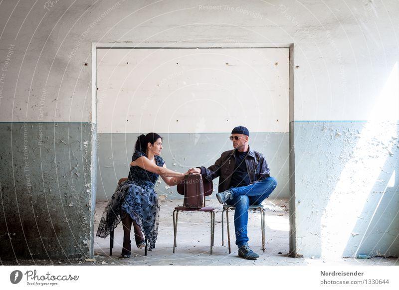 Verwechslung.... Mensch Frau Ferien & Urlaub & Reisen Mann blau weiß Erwachsene Leben Innenarchitektur sprechen feminin Zusammensein maskulin Raum