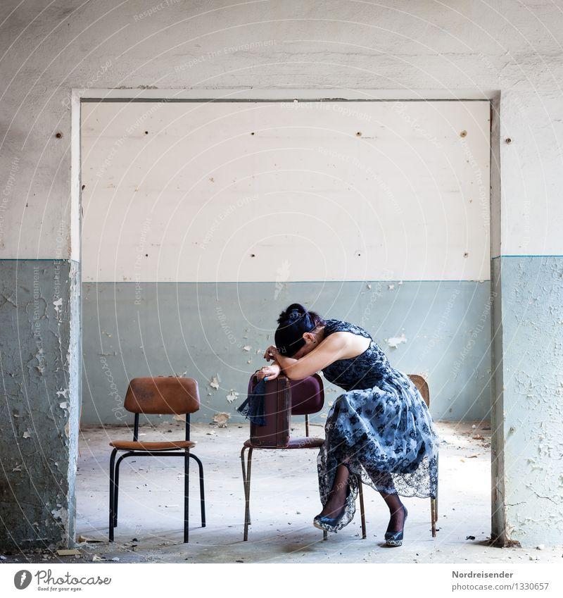 Müde.... Lifestyle Möbel Stuhl Raum Mensch feminin Frau Erwachsene Leben 1 Mode Kleid Damenschuhe schwarzhaarig schlafen weinen elegant Müdigkeit Heimweh