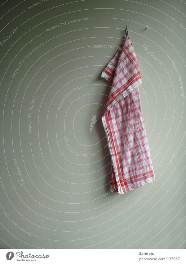Arbeit macht nicht immer Spaß hängen trocknen Stoff Arbeit & Erwerbstätigkeit Langeweile Küche Haushalt Tuch Trockentuch karriert abtrocknen Geschirrspülen