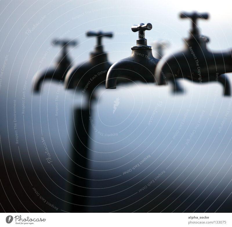 Der dritte Hahn Wasser blau grau Bad Sauberkeit Reinigen Wasserhahn