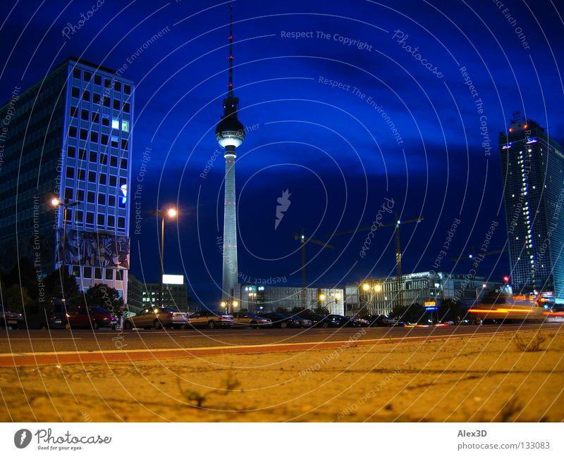Alex macht blau Alexanderplatz Nacht Hochhaus Baustelle Wahrzeichen Denkmal Fernsehtum Berlin Himmel Gewegplatten
