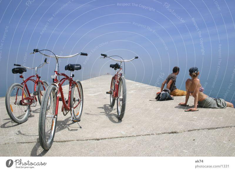 Cruisen bis zum Ende der Welt Strand Cruiser Fahrrad rot Weitwinkel Verkehr Rad Himmel blau