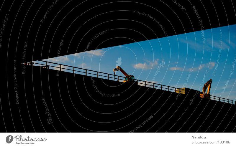 anbaggern Himmel Wolken Verkehr Industrie Brücke Baustelle Pfeil Autobahn graphisch Gitter Bagger Dreieck Schaufel unterirdisch Graben Sperrzone