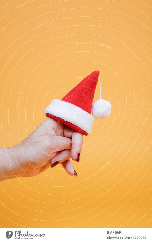 Weihnachten kommt... Freude Feste & Feiern Weihnachten & Advent Hand Finger 1 Mensch Weihnachtsmann Nikolausmütze Quaste Zeichen festhalten tragen