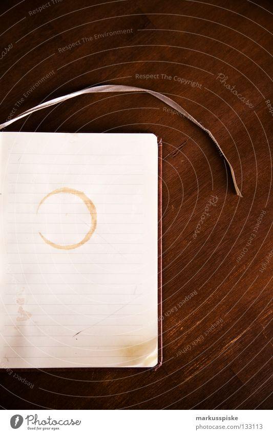 notizbuch Zettel schreiben ansammeln Zeile Buch Bucheinband Papier Eselsohr dreckig liniert Holz Tisch Lesezeichen Am Rand Protokoll erinnern Erinnerung