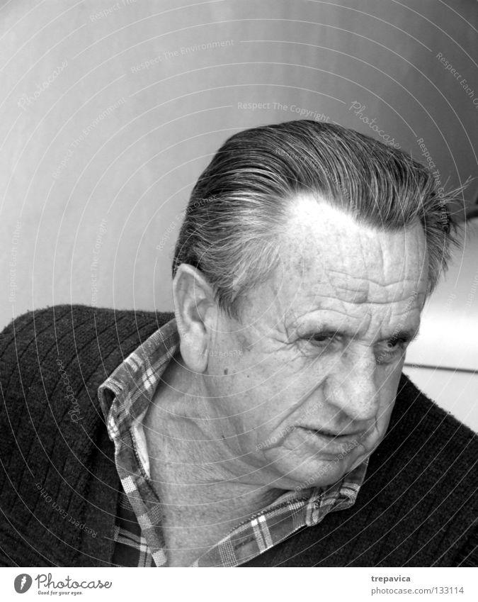 ? Mann Porträt Großvater Senior Haare & Frisuren Hemd Kopf Falte Schwarzweißfoto Gesicht 70+ Nase Mund Charakter sprechen Blick