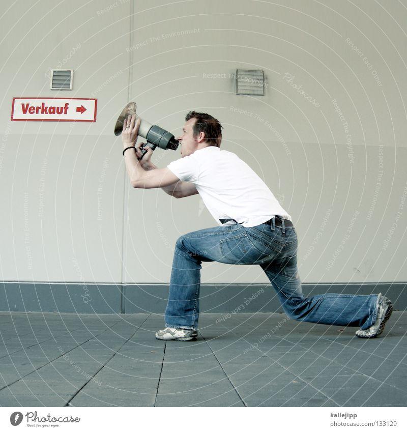 virales marketing Mensch Mann ruhig Wand sprechen springen Mauer Ladengeschäft Schuhe fliegen Agentur verrückt neu Lifestyle Hinweisschild T-Shirt