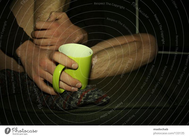 VERTRAUEN Mensch Mann Hand Erholung Beine maskulin Haut Zufriedenheit sitzen Getränk berühren Kaffee festhalten trinken Frieden Vertrauen