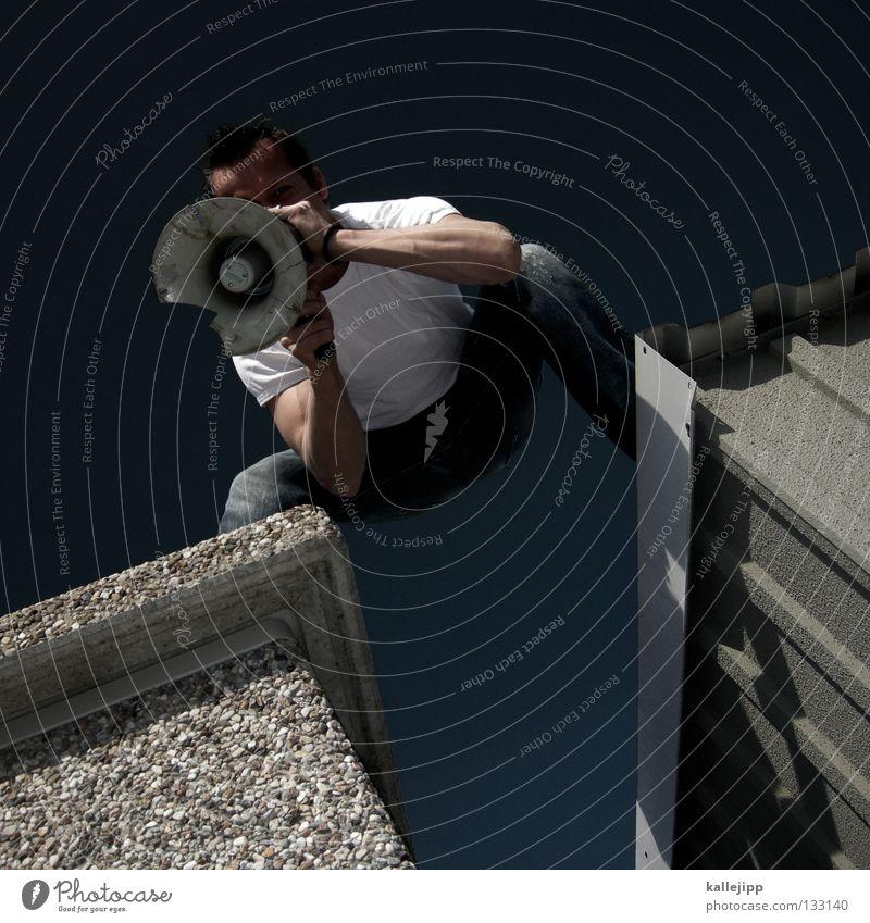 preishammer Mensch Mann ruhig Wand sprechen springen Mauer Schuhe fliegen verrückt neu Lifestyle Hinweisschild T-Shirt Kommunizieren Jeanshose