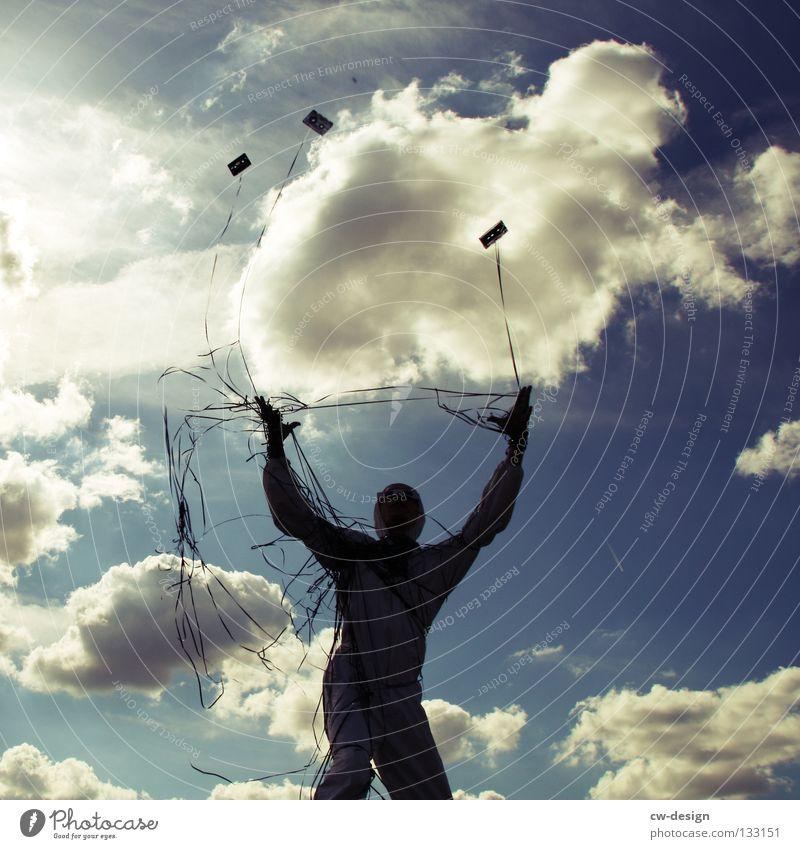 TAPE 3000 - SCHMEISS DIE HÄNDE IN DIE LUFT Freude Musik Seil maskulin Mann Erwachsene Arme Beine Luft Himmel Wolken Schnur entdecken fliegen Blick werfen