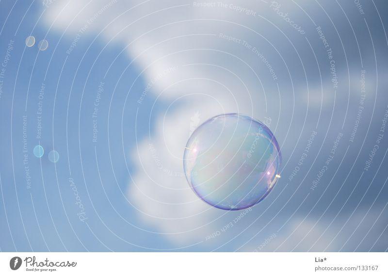 Seifenblase Himmel Freude Wolken Spielen Freiheit Luft träumen Hintergrundbild Kindheit fliegen frei rund Frieden blasen Schweben leicht