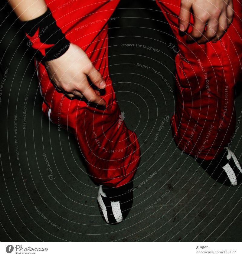 Rote Hosen Hand rot dunkel Party Beine Fuß Tanzen Schuhe glänzend Haut Tanzveranstaltung Stern (Symbol) Bodenbelag Jugendkultur Disco Hose