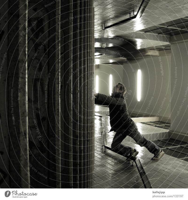 unter tage Mann Silhouette Dieb Krimineller Rampe Laderampe Fußgänger Schacht Tunnel Untergrund Ausbruch Flucht umfallen Fenster Parkhaus Licht Geometrie