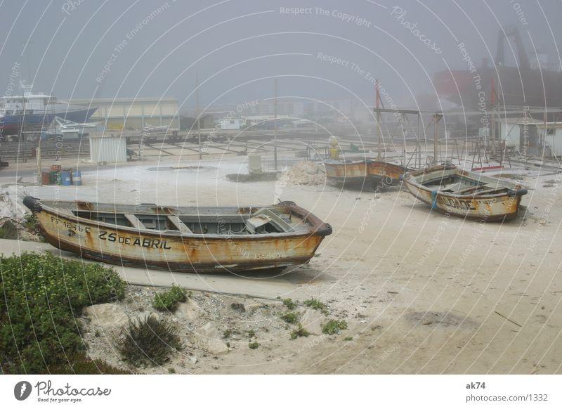 Schiffsfriedhof Strand Wasserfahrzeug Nebel Hafen Rost Schifffahrt gestrandet