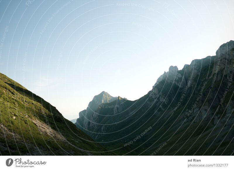 Postkartenwelt [3] Natur Sommer Landschaft Berge u. Gebirge Umwelt Wärme Bewegung Freiheit außergewöhnlich Stimmung Felsen Horizont Zufriedenheit Feld elegant
