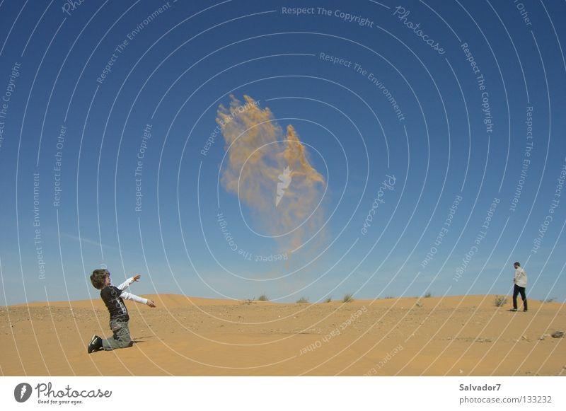 Wirbelwind in der Wüste Kind Freude Abenteuer Afrika Wüste Sturm Sahara