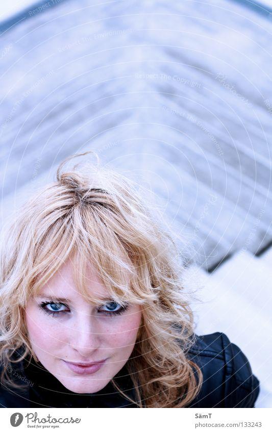 Cool Eyes Frau blau schön rot Auge grau Haare & Frisuren Glück blond Treppe weich Lippen lang tief Verkehrswege Wange